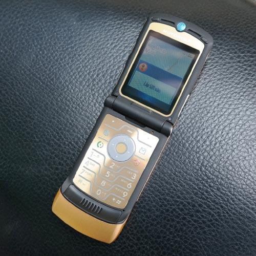 Điện thoại Motorola V3i màu vàng