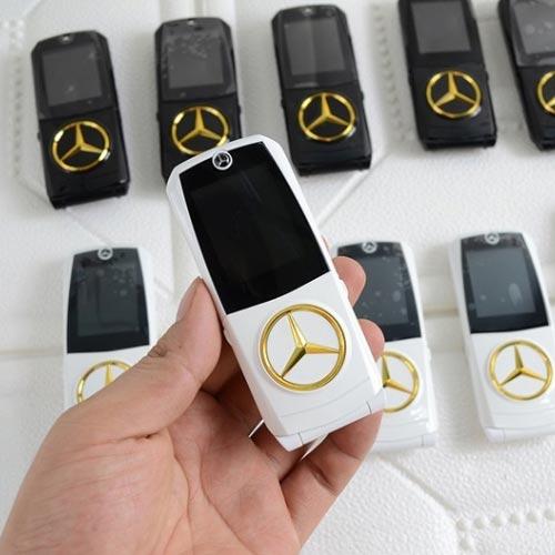 Điện thoại hình xe hơi Mercedes 760 màu trắng