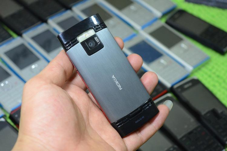 Mặt sau Nokia x200
